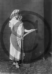 Lea_Kikas_rolliportree_1923.jpeg